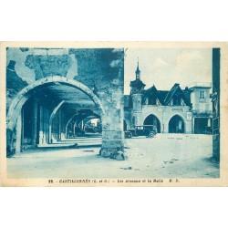 47 CASTILLONNES. Voiture ancienne devant les Arceaux et la Halle 1938