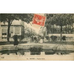 51 REIMS. Femmes entrant dans le Square Cérés 1913