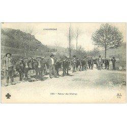 carte postale ancienne 15 AUVERGNE. Retour des Champs. Paysans et Boeufs