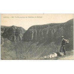 carte postale ancienne 15 BRECHES de ROLAND avec personnage