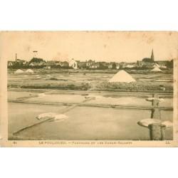 44 LE POULIGUEN. Mulons de Sel dans les Marais Salants