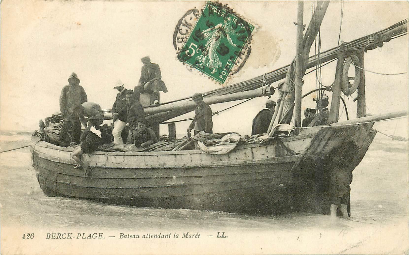 62 BERCK PLAGE. Bateau de Pêcheurs attendant la Marée 1913 métiers de la Mer