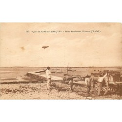 17 SAINT-NAZAIRE-SUR-CHARENTE. Ostréiculteurs sur le Quai de Port-des-Barques
