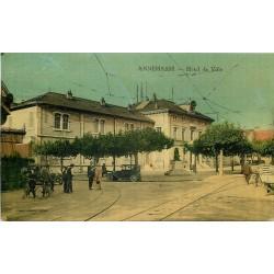 74 ANNEMASSE. Voitures et vélos anciens devant l'Hôtel de Ville