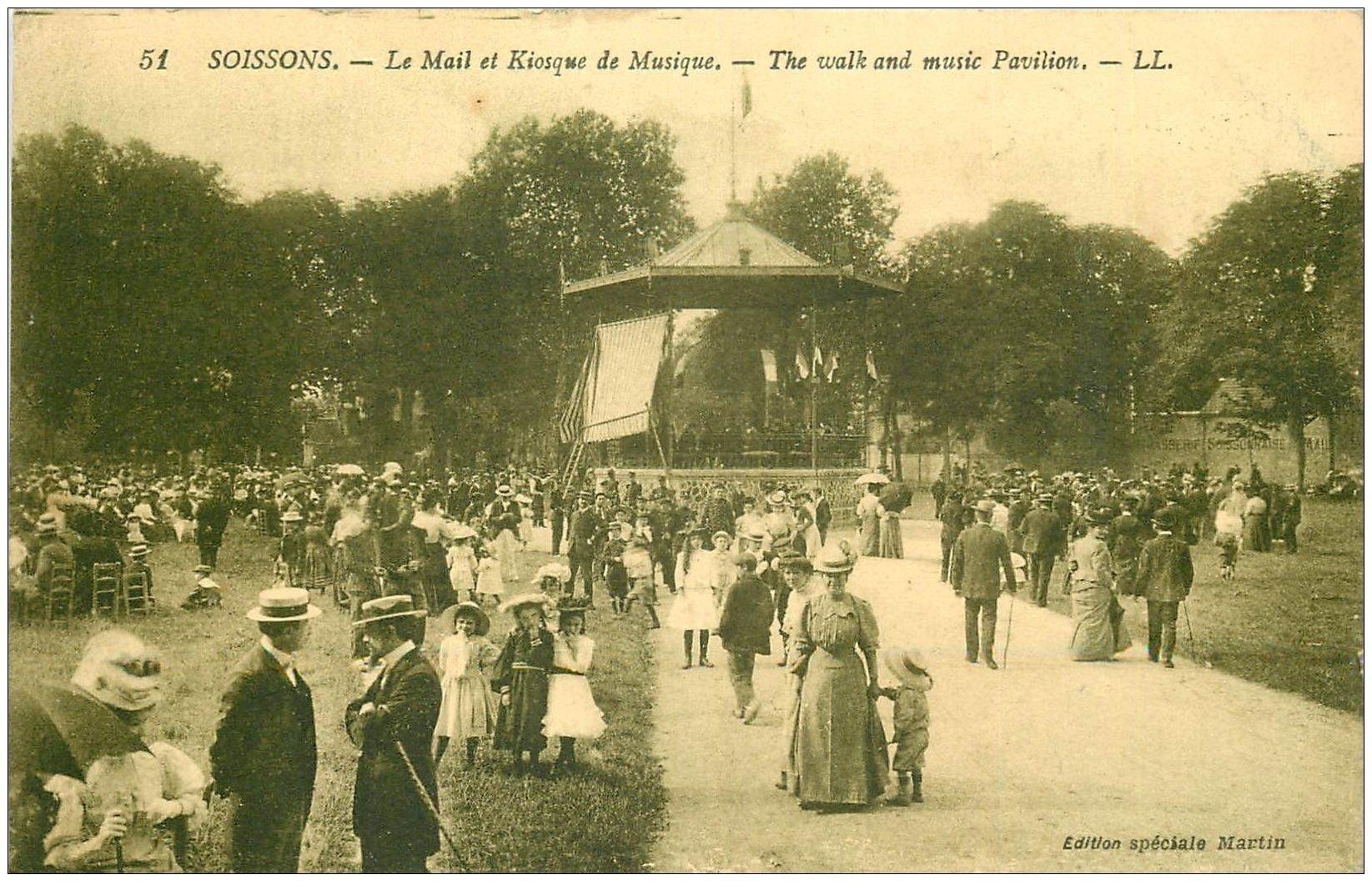 carte postale ancienne 02 SOISSONS. Mail et kiosque à Musique. Timbres Taxe du Luxembourg 1923