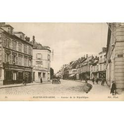 2 Cpa 78 MANTES SUR SEINE. Avenue de la République et Château Brochant Villiers 1916