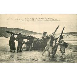 62 EQUIHEN. Pêcheurs préparant leur bateau en attendant la Marée 1929