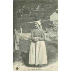 63 LE MONT DORE. Type de Paysanne vers 1900