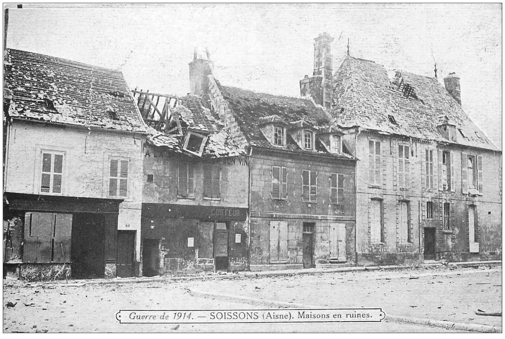 carte postale ancienne 02 SOISSONS. Maisons en ruines. Coiffeur