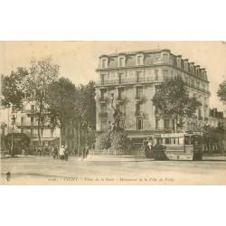 03 VICHY. Tramway à pétrole Place de la Gare. Chocolat Menier
