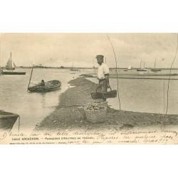 33 ARCACHON. Parqueur d'Huîtres au travail 1904