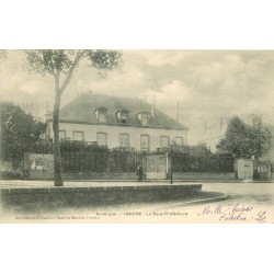 2 x Cpa 63 ISSOIRE. La Sous-Préfecture et Place de la République 1905