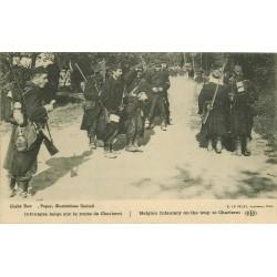 MILITAIRES & SOLDATS 1914-18. Infanterie belge sur la route de Charleroi