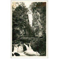 carte postale ancienne 15 VIC-SUR-CERE. Source la Cère 1938. Photo Carte