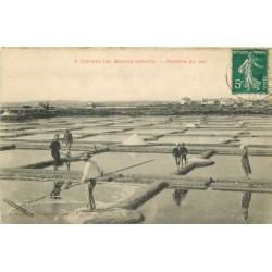 44 LE POULIGUEN. Récolte du Sel dans les Marais salants 1910