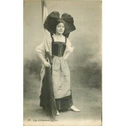 ALSACE. Type d'Alsacienne avec drapeau 1916