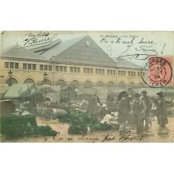 18 BOURGES. Les Halles 1904 carte colorisée