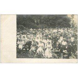 carte postale ancienne 16 ANGOULEME. L'Assemblée pendant une remise de Prix ou les Rosières. Carte Photo rare