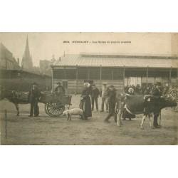 22 GUINGAMP. Les Halles jour de Marché 1918