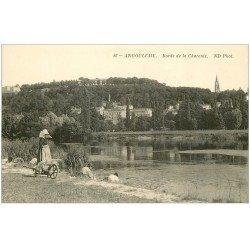 carte postale ancienne 16 ANGOULEME. Lavandières Laveuses bords de la Charente