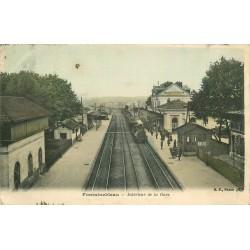 77 FONTAINEBLEAU. Train à l'intérieur de la Gare 1907