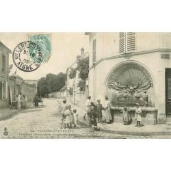 02 VILLERS-COTTERETS. Fontaine Démoustier rue des Buttes 1905