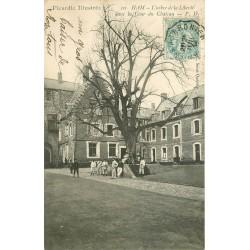 80 HAM. Militaires sous l'Arbre de la Liberté dans la Cour du Château Caserne 1904