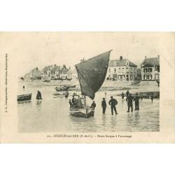 62 ETAPLES-SUR-MER. Petite barque de Pêcheurs à l'accostage 1919