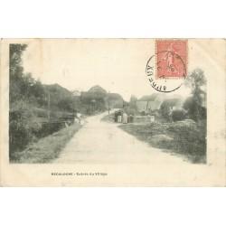25 RECOLOGNE. Entrée du Village animée 1905