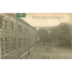 92 BOURG-LA-REINE. Tennis dans la Cour de récréation du Pensionnat Cahuzac 1912