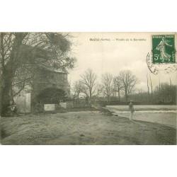 72 ROEZE. Moulin de la Beunèche avec personnage assis lisant un journal