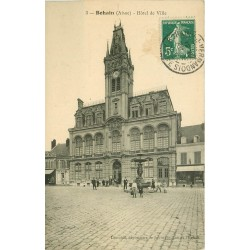 02 BOHAIN. Hôtel de Ville 1910 avec Café de la Paix