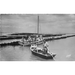 Photo Cpsm 85 L'AIGUILLON-SUR-MER. Les Bouchots dans les barques