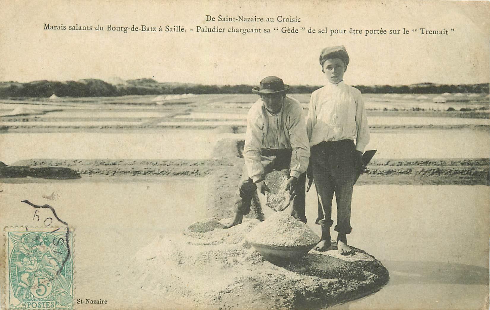 44 BOURG-DE-BATZ à SAILLE. Paludier chargeant sa Gède de sel pour être portée sur le Tremait 1905