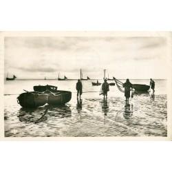 Photo Cpsm 80 CAYEUX-SUR-MER. Les Pêcheurs de Crevettes 1951