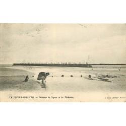 35 LE VIVIER-SUR-MER. Pêcheuse de Coques et les Pêcheries 1913