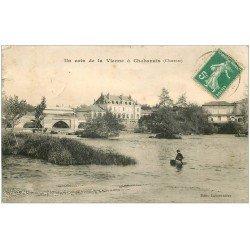 carte postale ancienne 16 CHABANAIS. Enfant dans caisson en bois sur la Vienne. Timbre Taxe 1912