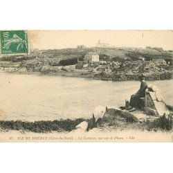 22 ILE DE BREHAT. La Corderie vue sur le Phare avec femme assise 1923