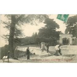 18 SANCERRE. Porte César et élégantes avec ombrelles 1910