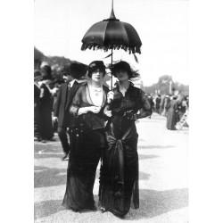 PARIS 1900 Photo Cpsm réédition reproduction. La Mode au Pesage à Longchamp