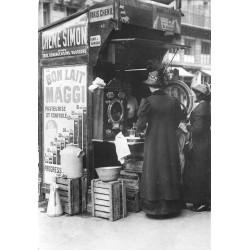 PARIS 1900 Photo Cpsm réédition reproduction. Commerce distributeur automatique nombreuses publicités...