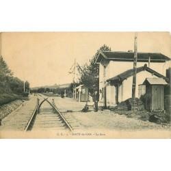 64 HAUT-DE-GAN. La Gare avec son Chef aiguilleur