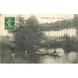 77 VARREDDES. Pêcheur et rameurs sur la Goulotte 1913