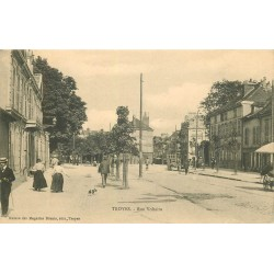 10 TROYES. Rue Voltaire