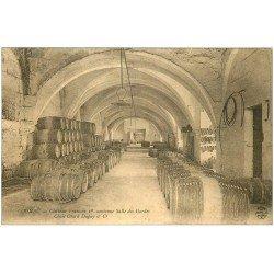 carte postale ancienne 16 COGNAC. Château François Ier et tonneaux cognacs Otard Salle des Gardes