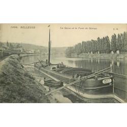 """92 BELLEVUE. Péniche """" Amescia """" sur la Seine et Pont de Sèvres 1910"""