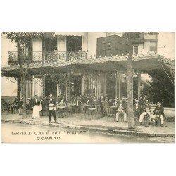 carte postale ancienne 16 COGNAC. Grand Café du Chalet. Vendeur de journaux ambulant et buveurs d'Absinthe