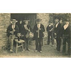29 CORNOUAILLES. Un Orchestre de Sonneurs bretons 1911 ND Phot à Tréboul