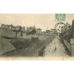 76 MESNIL-VAL. Pêcheur de Crevettes sur la Route du Tréport 1907