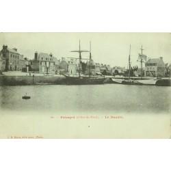 . 22 PAIMPOL. Bateaux de pêche dans le Bassin.